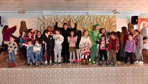 Bosch Çocuk Tiyatrosu büyüledi