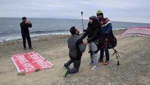 Yamaç paraşütü inişi sürpriz evlenme teklifi