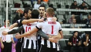 Beşiktaş ligde kaldı