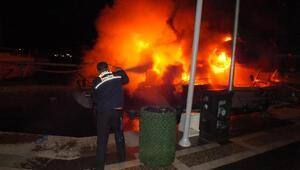 Marmaris Yat Limanında demirli 3 teknede yangın