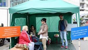 AB yakınlarına çadır kurup protesto ettiler