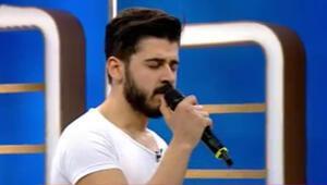 Tayfun Erdoğan, babası Emrah için yazdığı şarkıyı televizyonda ilk kez söyledi