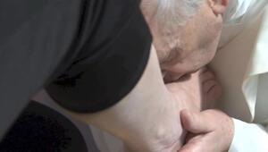 Papa, mahkumların ayaklarını yıkadı