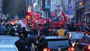 Avrupalı Türkler 'Evet'i kutladı