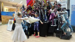 'Şemsiyeli Kadın'Armada'da canlandı