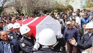 Şehit polis Demirin oğlu: Bu şehit babamın sevinç gözyaşları