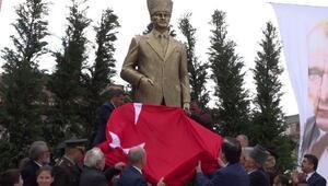 Büyükçekmecede 5.5 metre yüksekliğinde Atatürk anıtı açıldı