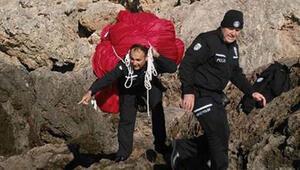 100 kiloluk Türk Bayrağını sırtında taşıdı