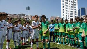 """Beşiktaş, """"Futbol ve Dostluk Günü"""" kutlamalarına ev sahipliği yaptı"""