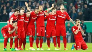Eintracht Frankfurt rakibini penaltılarda eledi