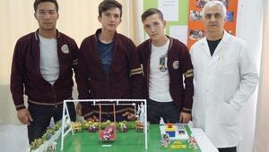 Liselilerden dedeler ve nineler için elektronik salıncak projesi