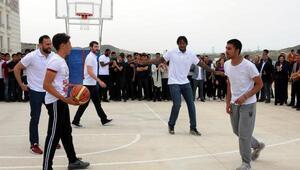 Gaziantep Basketbol takımı öğrencilerle buluştu