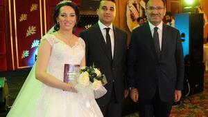 Bakan Bozdağ, HSYK Başkanvekili Yılmazın oğlunun düğününe katıldı