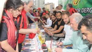 Eskişehirspor Teknik Direktörü Mustafa Denizli ile futbolcular imza gününde