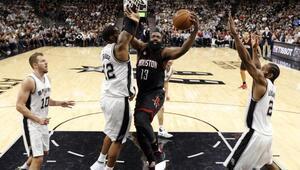 Rockets, saha avantajını Spursten aldı