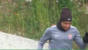 Giuly: Mbappe Monacoda kalmalı