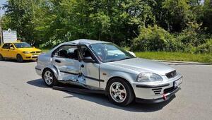 Otomobil ile panelvan minibüs çarpıştı: 2 yaralı