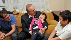 Bakan Çavuşoğlu, Özgeyi ziyaret etti