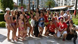 Turistler oryantal dans eğitimli eğlence