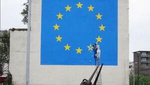 Banksy bu kez Brexite gönderme yaptı