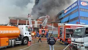 Trabzonda mobilya fabrikası yandı