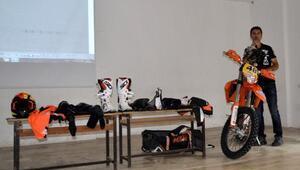 Şampiyondan öğrencilere sürüş eğitimi