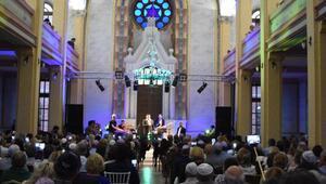 İsrailli şarkıcı David Deor, Edirne sinagogunda konser verdi