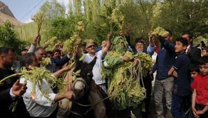 Hakkaride köy düğününde uşkun festivali