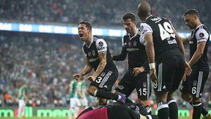Beşiktaş Bursayı forvetleriyle yıktı