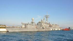 Tatbikata katılan askeri gemiler Kuşadasında