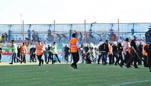 Erzurumspor son dakika golüyle finale yükseldi, Diyarbakırda ortalık karıştı