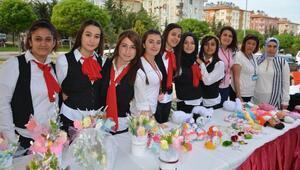 Besni'de kız öğrencilerden kermes