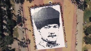 Göztepeli minik futbolcular Atatürk posteri oluşturdu