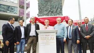 Maslakta Atatürk heykeli