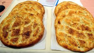 Palandökenden askıya ekmek ve pide bırakma