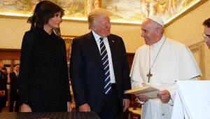 Suudi Arabistanda başını açtı; Vatikanda kapattı...