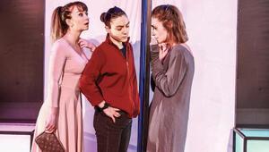 Kabuğunu kırmaya çalışan  üç kadının hikâyesi