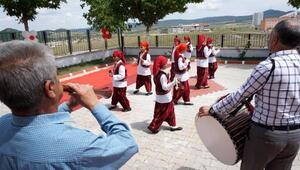 Özel çocukların ve meslek edindirme kursiyerlerinin sergisi açıldı