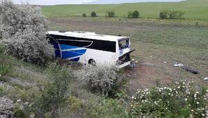 Ankarada otobüs şarampole yuvarlandı: 8 ölü 34 yaralı (2) (Yeniden)