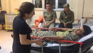 CHP'li vekilden zehirlenen askerlere ziyaret
