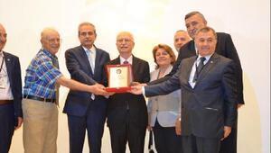 Prof. Dr. Altun'a 'Ömür Boyu Matematiğe Hizmet Onur ödülü'