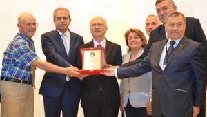 Prof. Dr. Altun'a 'Ömür Boyu Matematiğe Hizmet Onur' ödülü