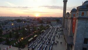 15 bin kişi Fatih caminin avlusunda iftar için buluştu