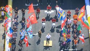 Türk öğrencilerin otomobilleri Londrada piste çıktı