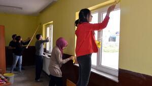 Sosyal sorumluluk dersi için okul boyadılar