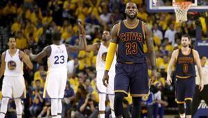 Warriors evinde Clevelandı devirdi Final serisinde öne geçti