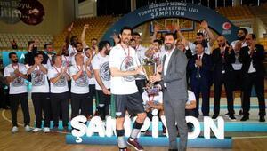 Şampiyonluk kupası Astra Group Sakarya Büyükşehir Belediyesinin