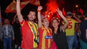 İzmir sabaha kadar uyumadı (2)- YENİDEN