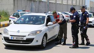 Türk vatandaşları yurda girişte jandarma karşılıyor