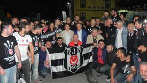 Beşiktaşlı taraftarlar Avcılarda önce iftar yaptı sonra şampiyonluğu kutladı